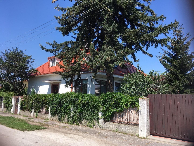 Príjemný rodinný dom s menším domčekom vo vyhľadávanej časti obce