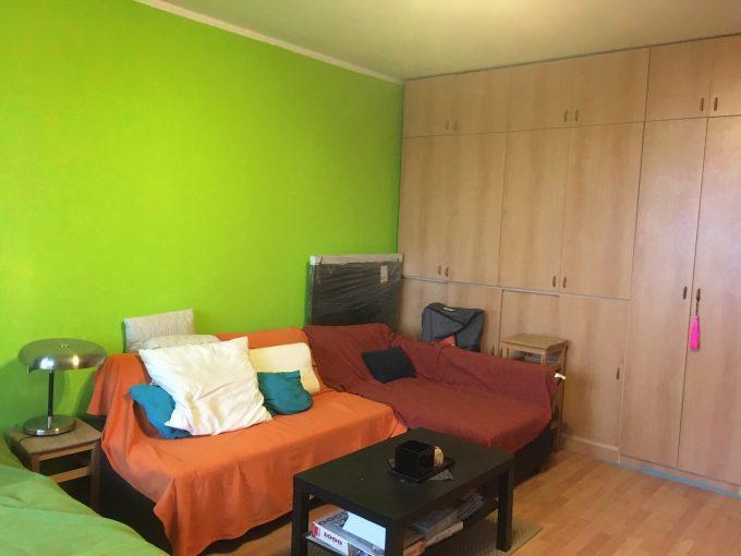 Priestranný 1-izbový byt so zasklennou loggiou vo Vlčom hrdle